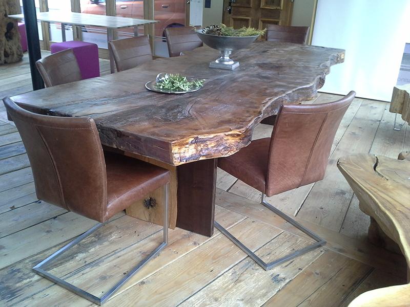 esstisch aus einem stamm rustikaler wurzeltisch aus kunstvollem eichenholz holztische in. Black Bedroom Furniture Sets. Home Design Ideas